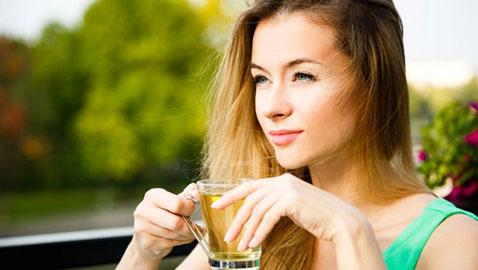 هكذا يساعد الشاي الأخضر على التخلص من الوزن الزائد