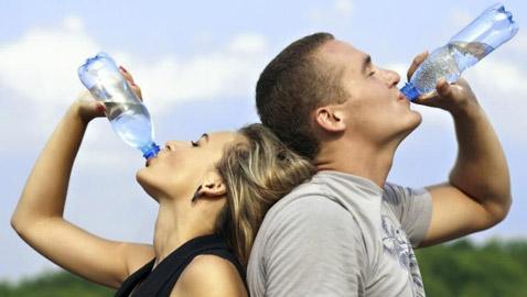 احذر.. الافراط في شرب الماء قد يؤذيك