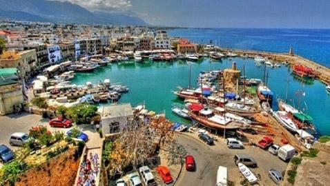 قبرص تغري السياح بتحمل نفقات رحلاتهم وعلاج عائلاتهم إذا أصيبوا بكوفيد 19